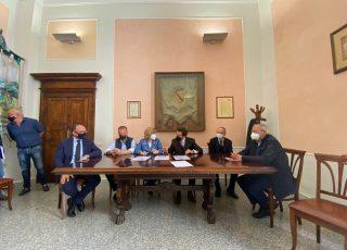 Fondazione Carispaq e Comune di Sulmona firmano la convenzione per l'avvio dei lavori di riqualificazione della Villa Comunale